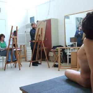 L'atelier libre autour du modèle vivant