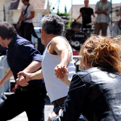 Cours et stages de théâtre gestuel, danse contemporaine, expression corporelle